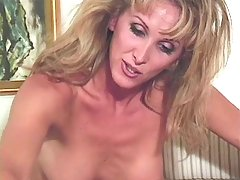 Mature tranny sucked by amateur guy