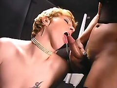 Whore gets cumload in shemales orgy